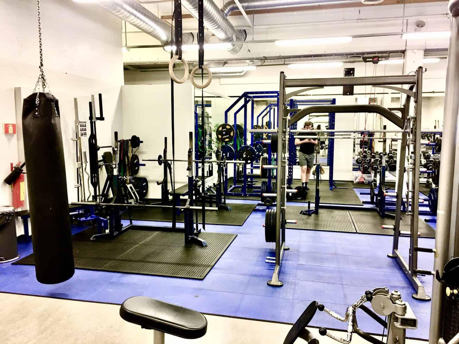 Smithmaskin, boksesekk, turnringer, spesialstenger og spesialutstyr. Vi har alt du kan tenke deg mtp. styrketrening.